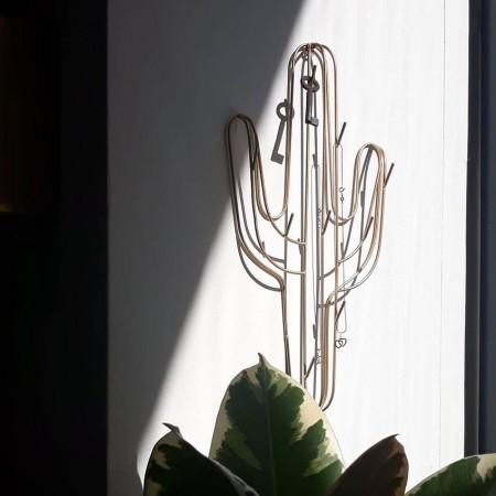 Obesalnik-kaktus-madam-stoltz